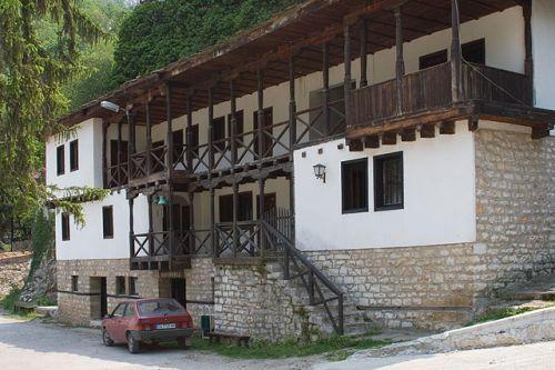 Tscherpischki Kloster, Bulgarien, Gästeräume von außen